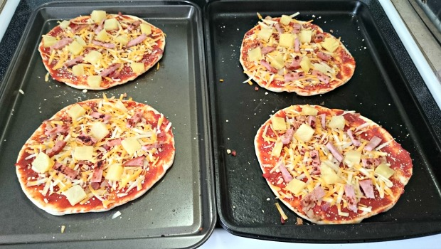 I thought I would try something new, Naan Bread Hawaiian Pizza